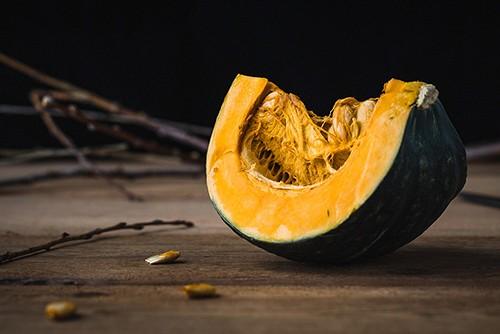 Riutilizzare le bucce della zucca: ricetta per non sprecare